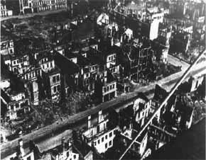pemandangan dramatis dari kota Minsk yang dihujani bom oleh luftwaffe (AU Jerman)