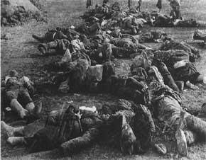 mayat korban sipil yang disandera dan deksekusi Jerman dibiarkan tergeletak dihalaman sekolah di Rostov - Don