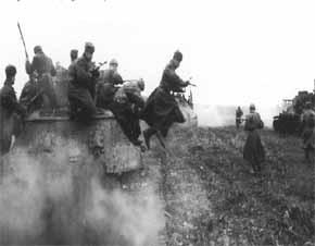 tentara merah bersama divisi lapis baja Tank T-34 melakukan penetrasi melepaskan blokade Jerman